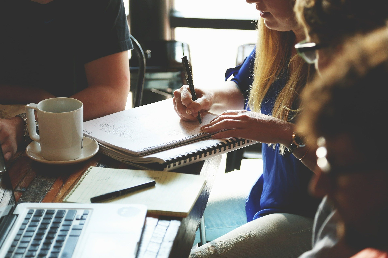 Quel rôle les équipes métier peuvent avoir dans la qualification des données ?